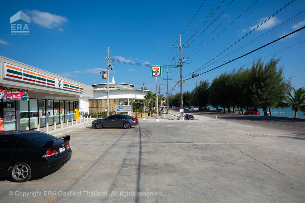 Second 7-Eleven on beach road